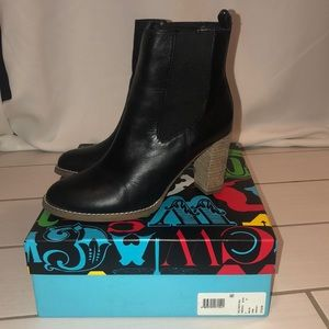 C. Wonder Chels Bootie Heel, Black, size 8